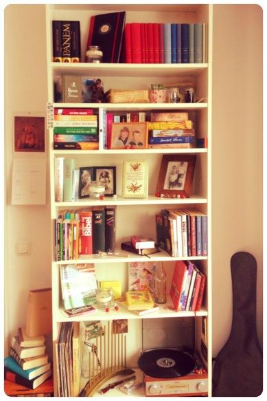 Eins meiner Bücherregale
